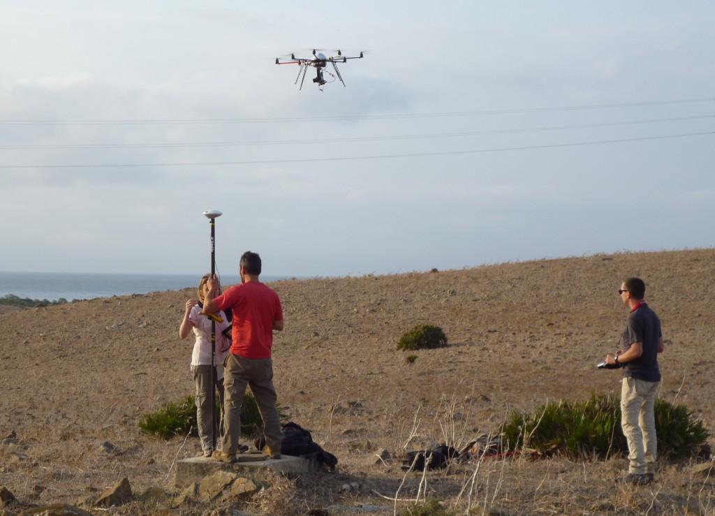 Relevé photogrammétrique par drone (Cliché : Clémence Mege)